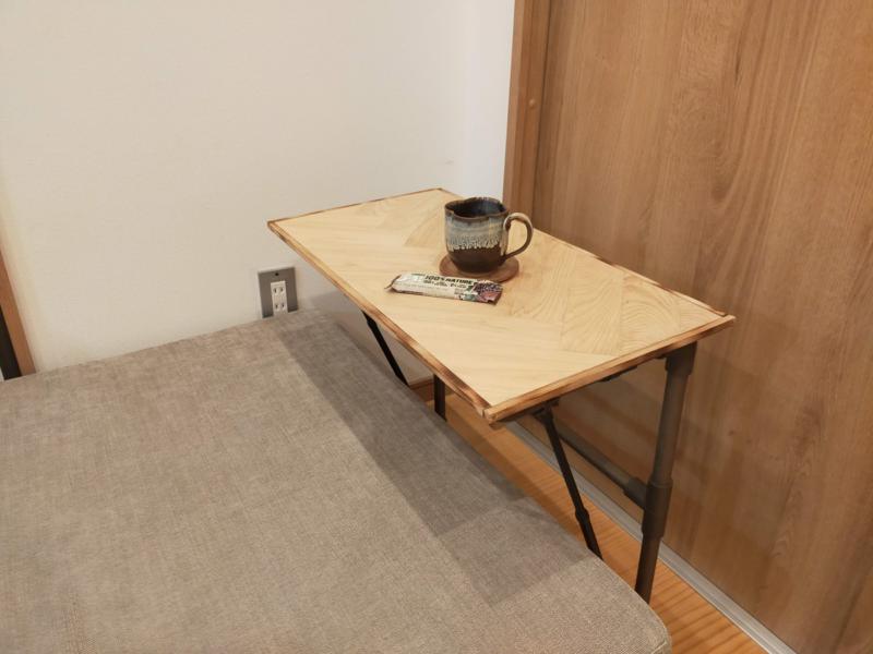 サイドテーブル完成。ヘリンボーン柄