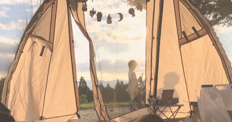 子とキャンプ、テント中